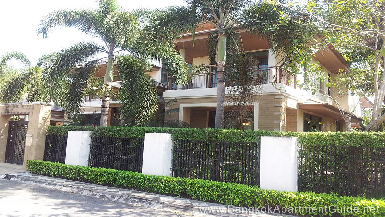 Baan Sansiri Sukhumvit 67 - House in Compound - Bangkok